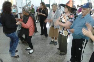 Festa das Bruxas, para espantar o marasmo e fazer feitiço de alegria. Magia no ar.