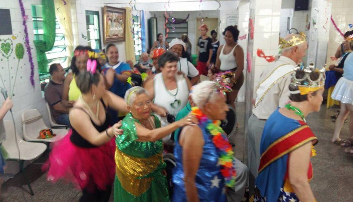 É o bloco da alegria no Lar São José!